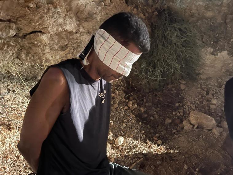 זכריה זביידי לאחר תפיסתו (צילום: משטרת ישראל)