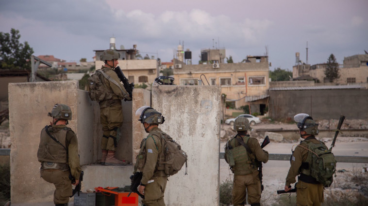 כוחות צה''ל במצוד אחר האסירים ביו''ש (צילום: דובר צה''ל)