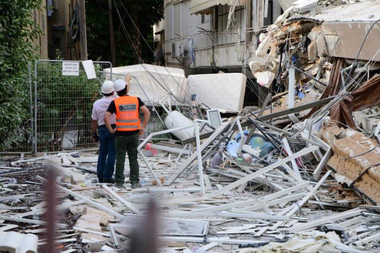 הבניין שקרס בחולון (צילום: אבשלום ששוני)