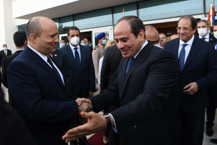 נשיא מצרים א-סיס, רה''מ נפתלי בנט (צילום: קובי גדעון, לע''מ)