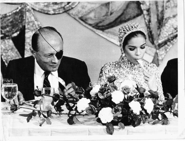 משה דיין וביאנקה ג'אגר (צילום:ארכיון פרטי)