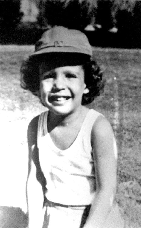 ניצה בשנות ילדותה  (צילום: אלבום פרטי)