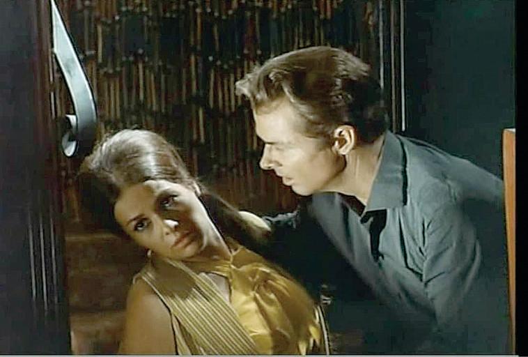 אודי מרפי וגילה אלמגור, מתוך ''מבצע קהיר'' (צילום: צילום מסך)