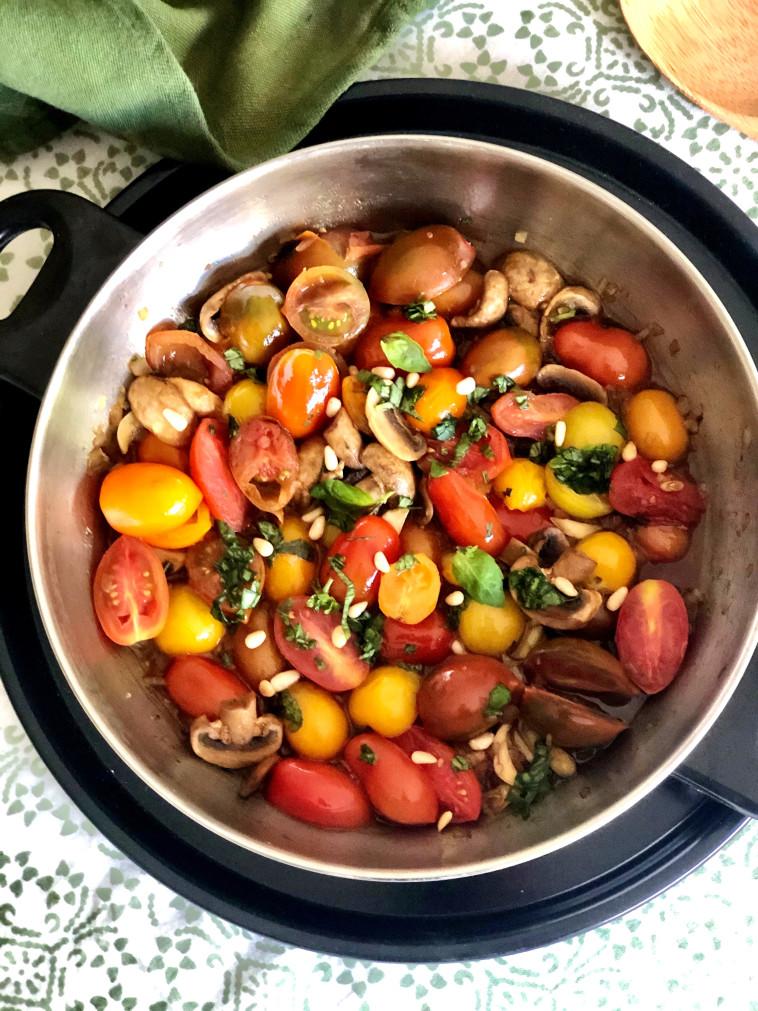 סלט עגבניות ופטריות (צילום: פסקל פרץ-רובין)