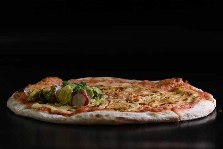 פיצה פולנטה של מיכלאנג'לו (צילום: יעקב בלומנטל)