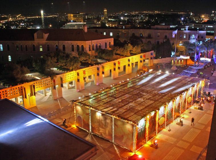 סוכה בכיכר (צילום: עיריית ירושלים)