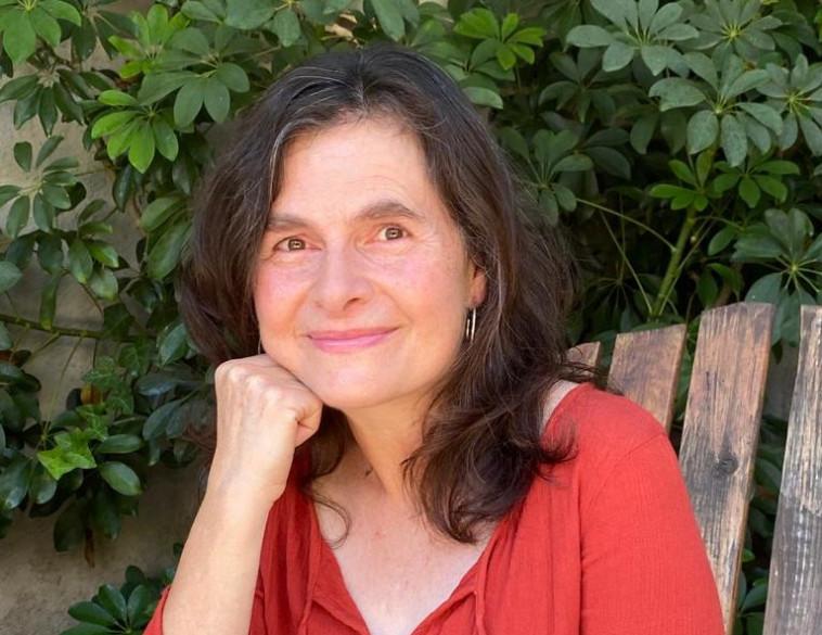 הסופרת רינת הופר (צילום: איה כהן)