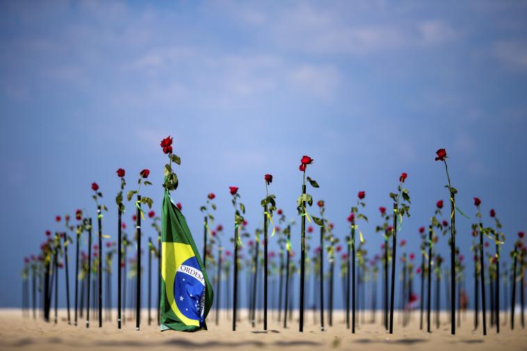אתר הנצחה לזכר קורבנות הקורונה בברזיל (צילום: Buda Mendes/Getty Images)