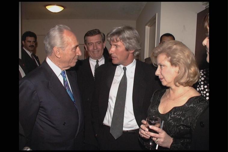 Colette Avital y Shimon Peres, en un encuentro con el actor Richard Gere (Foto: Yaakov Saar, GPO)