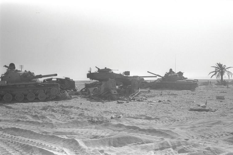 מלחמת יום כיפור, טנקים מצרים שנפגעו (צילום: HOF MICHAEL לע''מ)