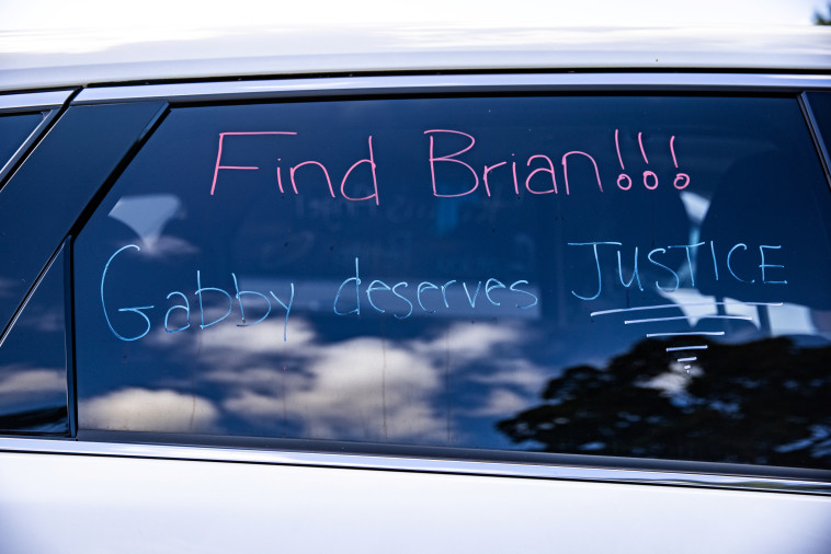 Murder of Gabi Patito in the United States: caption on a car