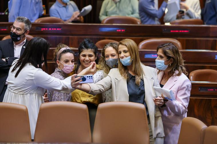 בקואליציה נרגשים על האישור הטרומי של חוק הקנאביס (צילום: נועם מושקוביץ, דוברות הכנסת)