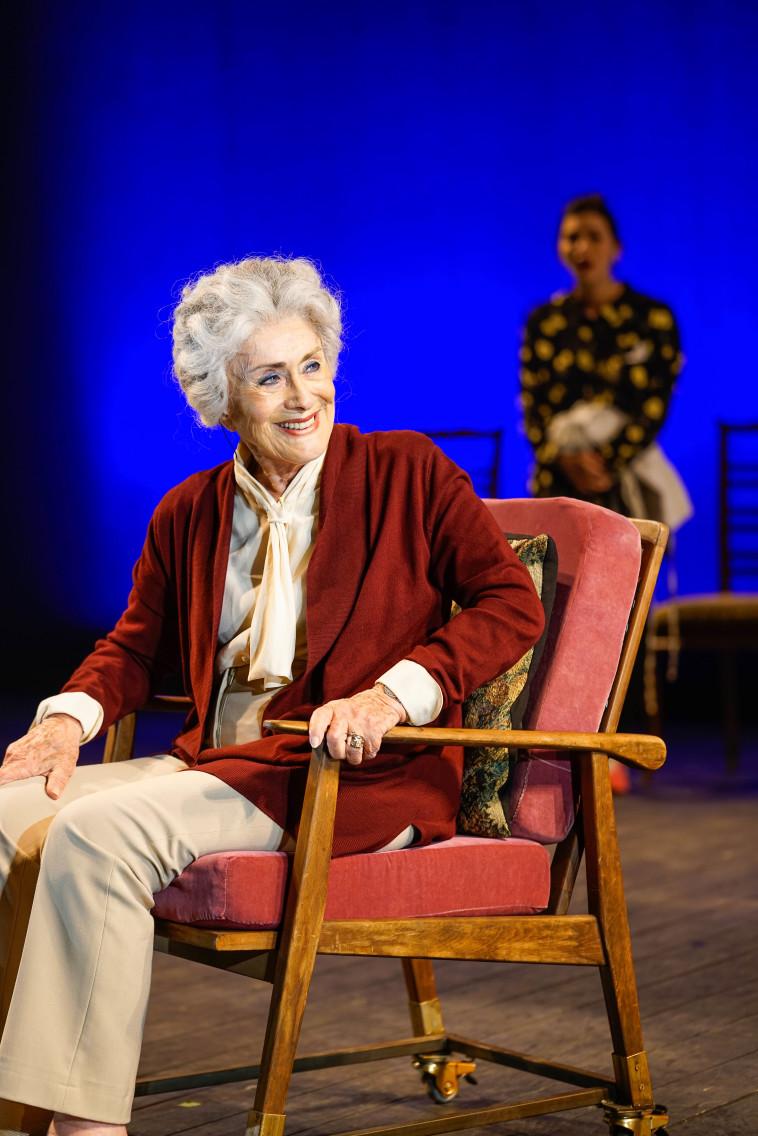 מרים זוהר בהצגה ''הנכד'' (צילום: רדי רובינשטיין)