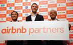מייסד Airbnb העולמי עם עמיתיו היפנים. צורך, לא מטרד