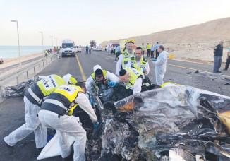 כוחות החילוץ בזירת התאונה בים המלח
