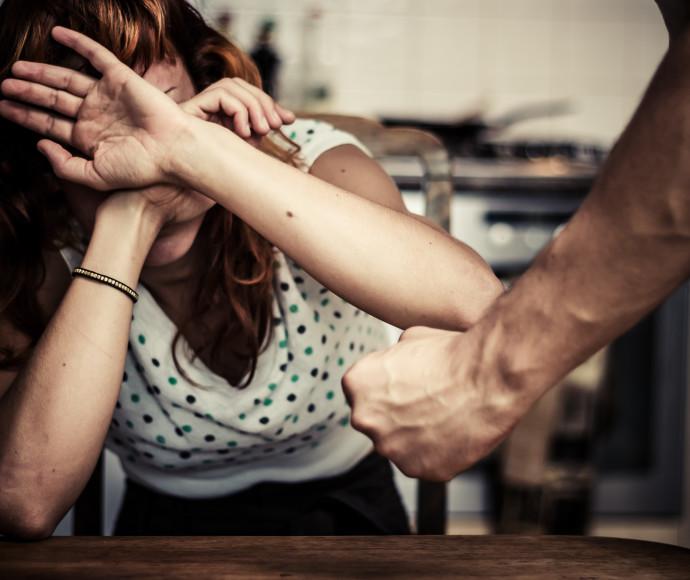תקיפת אישה. אילוסטרציה