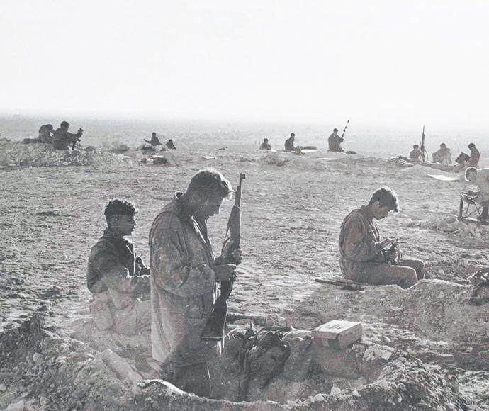 גדוד 890 מתחפר ליד המיתלה