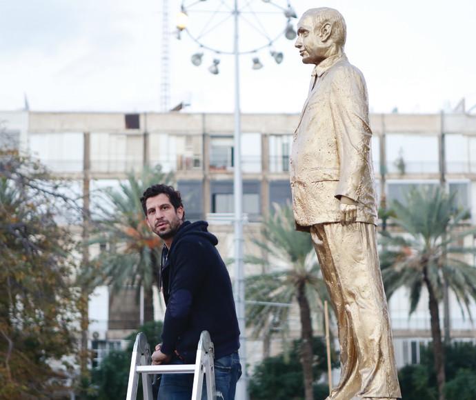 איתי זלאיט ופסל נתניהו המוזהב