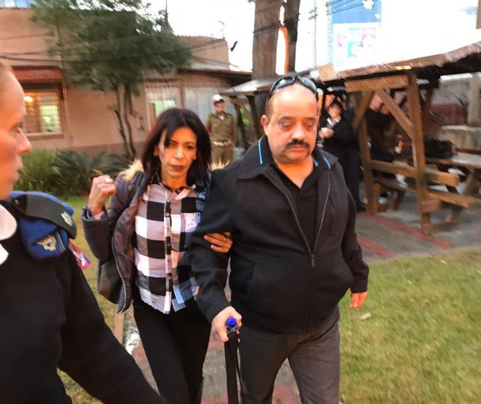הוריו של אלאור אזריה מגיעים להכרעת הדין בקריה