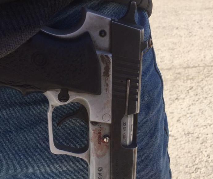 """תושב חורה חטף נשק ממאבטח בב""""ש ונעצר"""