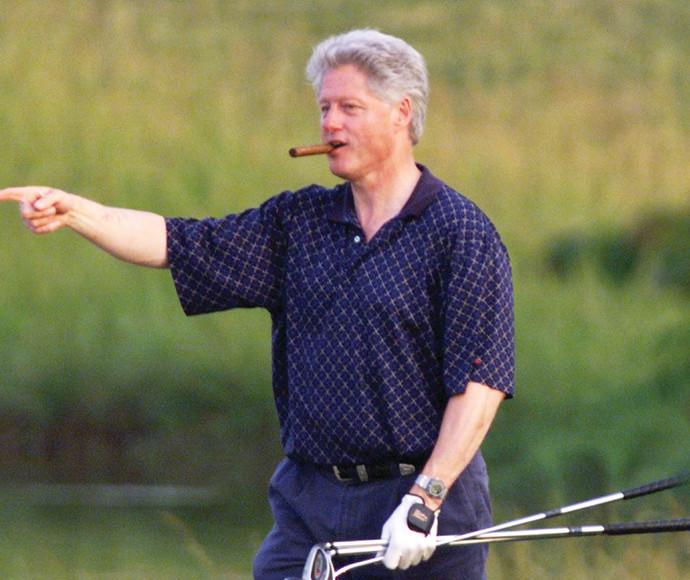 ביל קלינטון מעשן סיגר