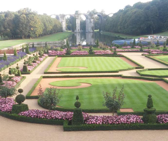אמת המים של ארמון מנטנון, צרפת