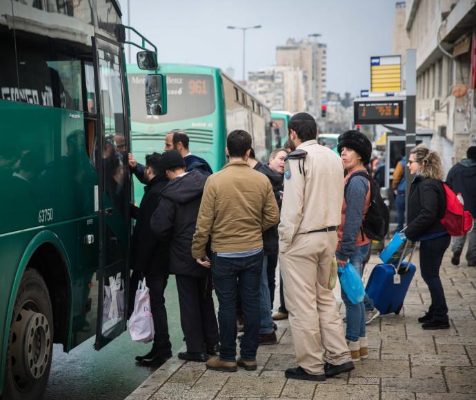 אוטובוס אגד, למצולמים אין קשר לכתבה, צילום אילוסטרציה