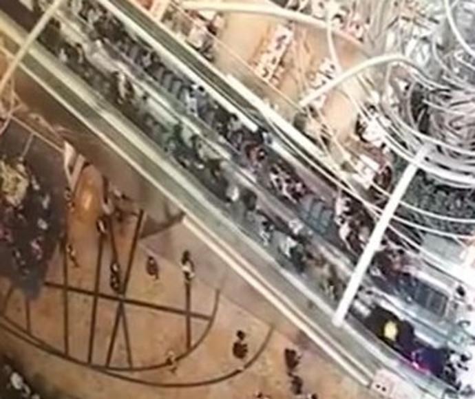 המדרגות שהתהפכו בהונג קונג