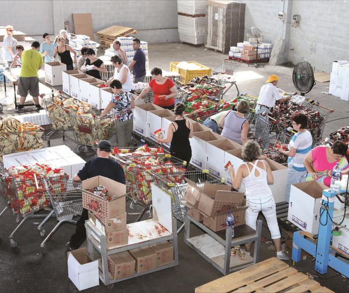 חלוקת מזון לזקקים