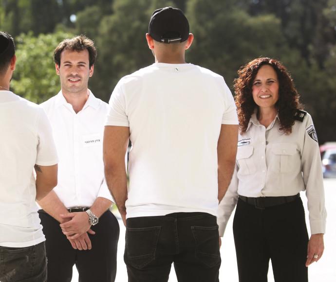 דואיב (מימין), פורטנוי ואסירים בכנס