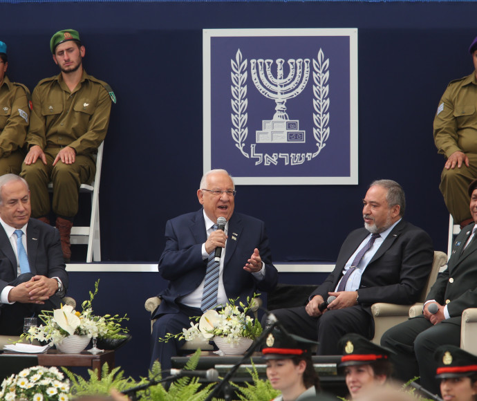 """הרמטכ""""ל, שר הביטחון, הנשיא וראש הממשלה בטקס מצטייני הנשיא"""
