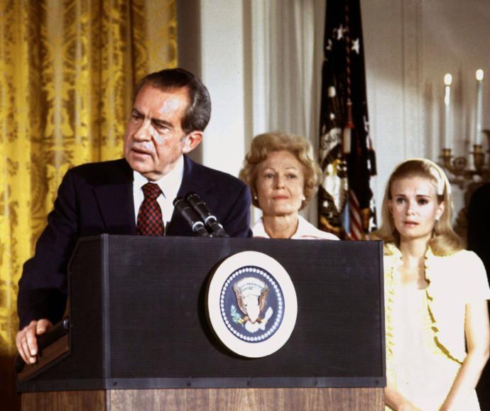 ריצ'רד ניקסון מודיע על התפטרותו
