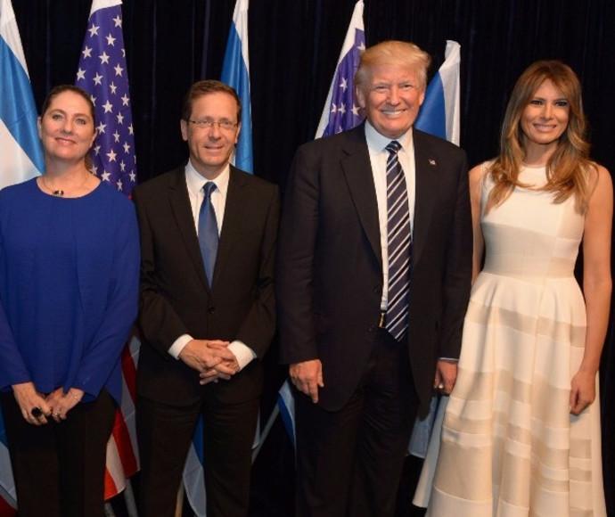 יצחק הרצוג עם דונלד טראמפ בביקורו בישראל