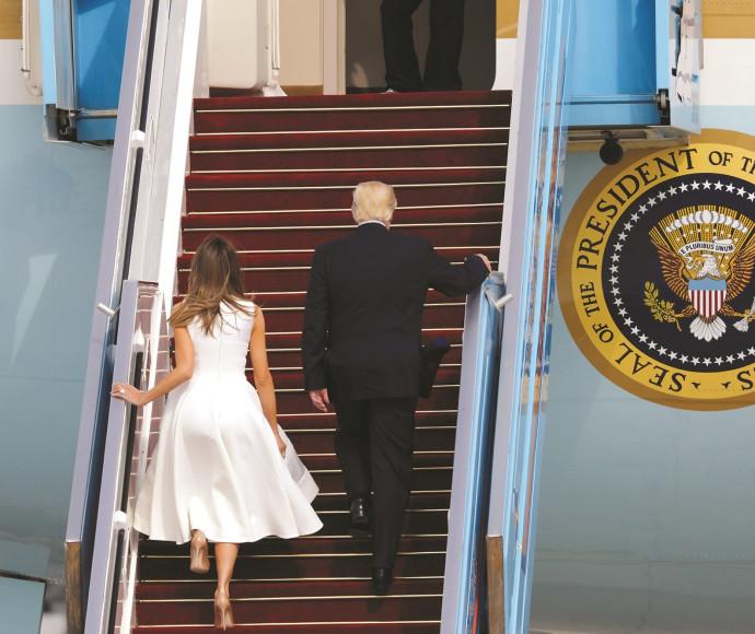דונלד טראמפ ורעייתו עוזבים את ישראל