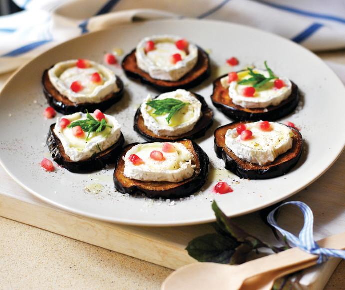 פרוסות חצילים, גבינת עזים ורימונים