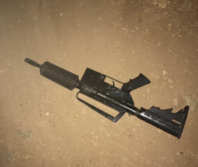 הנשק אותו שלף המחבל לעבר הכוחות