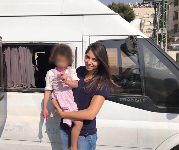 הילדה שנשכחה ברכב הסעות בירושלים