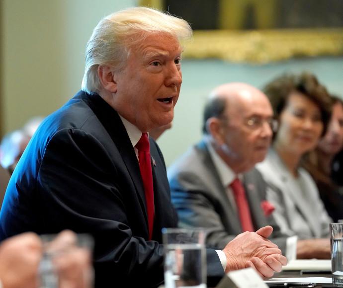 דונלד טראמפ בישיבת הקבינט