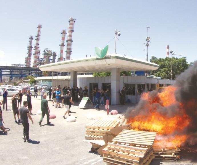הפגנה מחוץ לחיפה כימיקלים