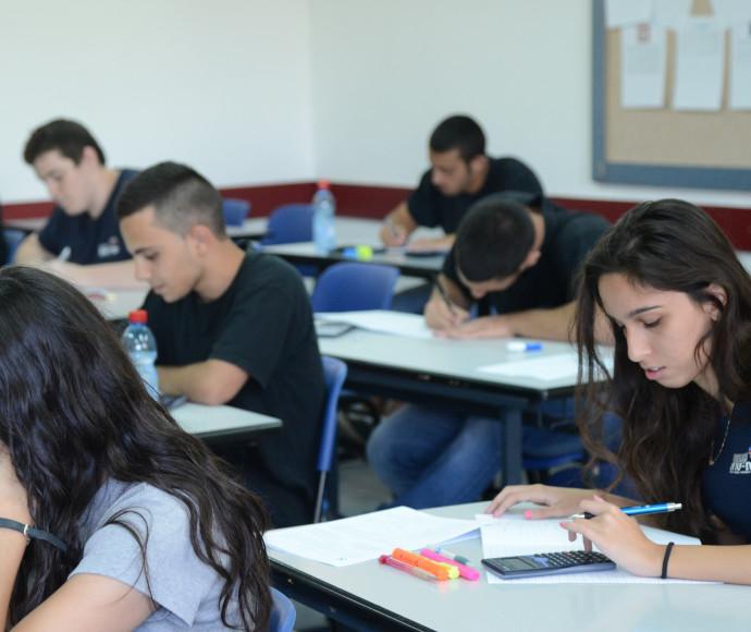 תלמידים בכיתה. למצולמים אין קשר לנאמר