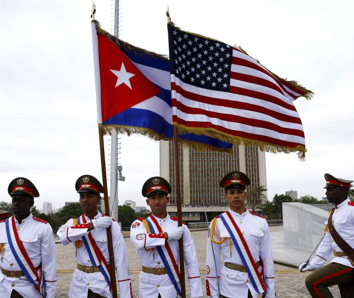 דגלי ארצות הברית וקובה