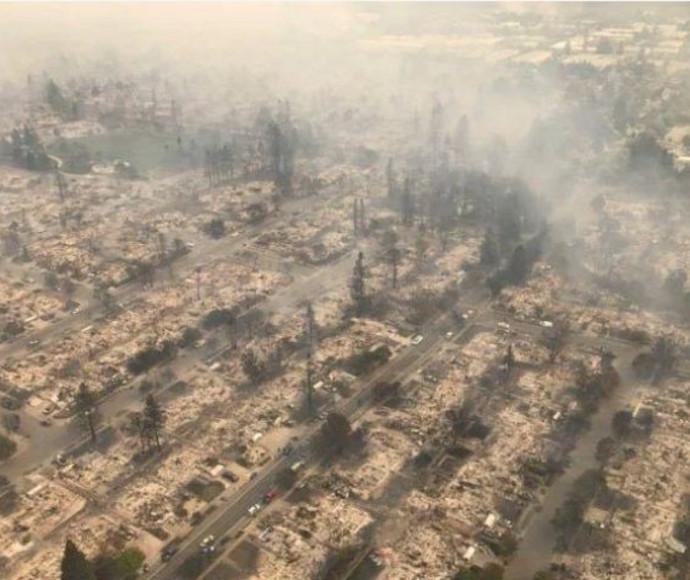 שכונה שנשרפה כליל בסנטה רוזה שבקליפורניה