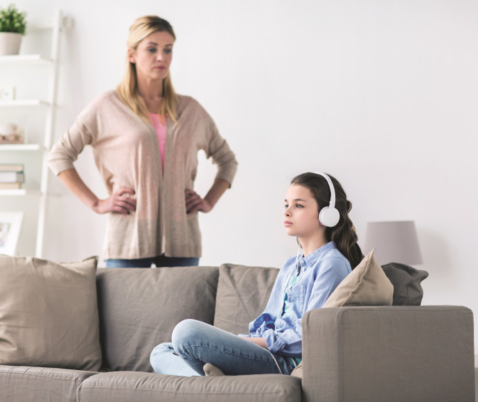 אילוסטרציה: אמא ונערה מתבגרת