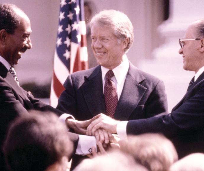בגין, קרטר וסאדאת בהסכם השלום ב־1979