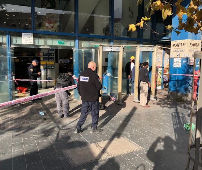 כוחות הביטחון בזירת הדקירה בירושלים