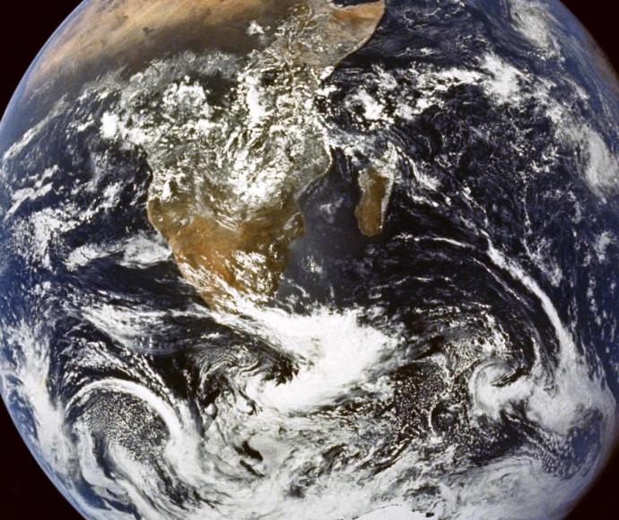 """""""מה עשינו לכדור הארץ"""", 12.12 , הוט 8"""
