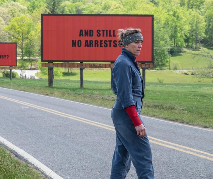שלושה שלטים מחוץ לאבינג, מיזורי
