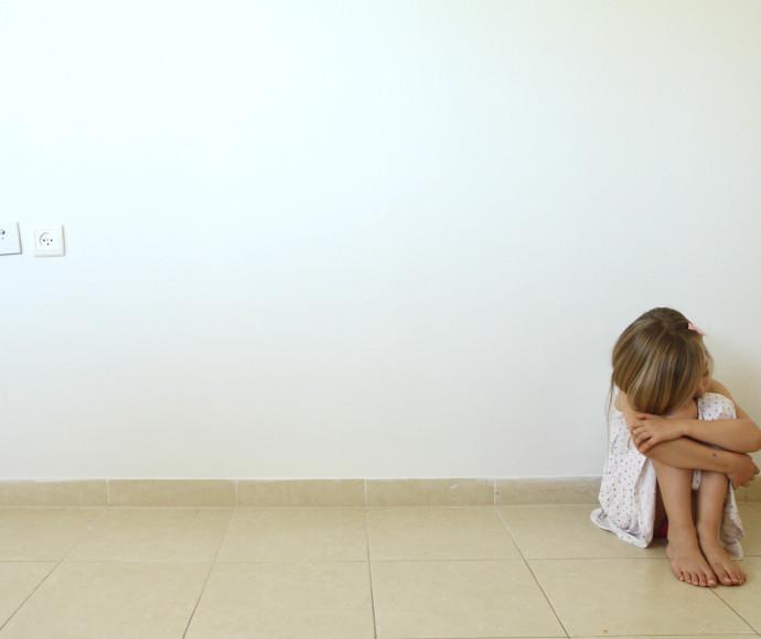 ילדה נפגעת התעללות, אילוסטרציה
