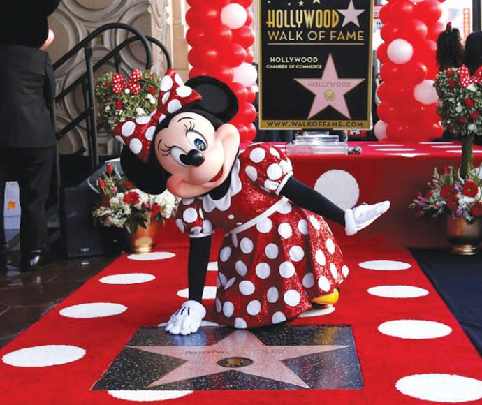 מיני מאוס עם הכוכב בהוליווד