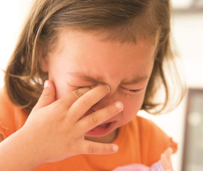ילדה בוכה